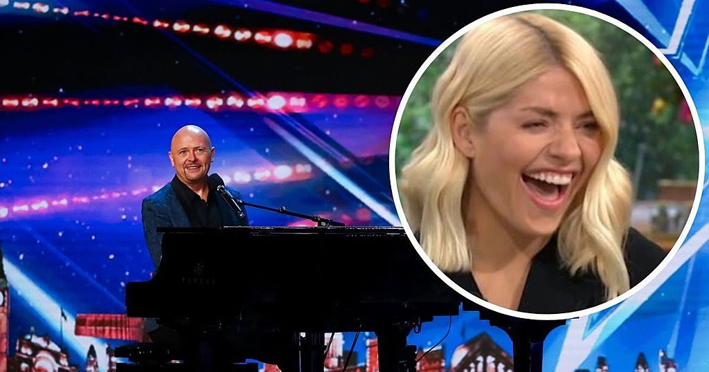 Inkl Bgt Golden Buzzer Act Jon Courtenay Shocks Holly Willoughby With Song About What She Smells Like Chronicle Live